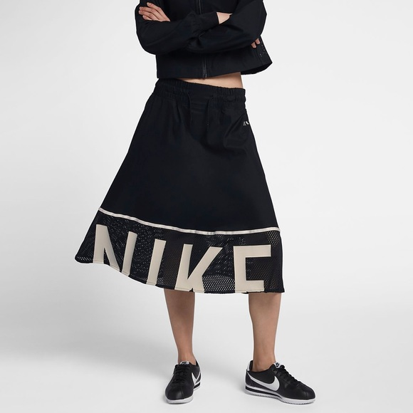 new concept fe0e4 206fa Nike Women s Sportswear Mesh Skirt